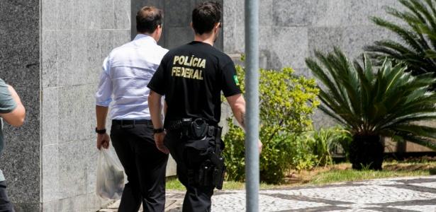 5.mar.2018 - O ex-presidente da BRF Pedro de Andrade Faria deixa a Superintendência da Polícia Federal, em São Paulo, rumo à cidade de Curitiba (PR)