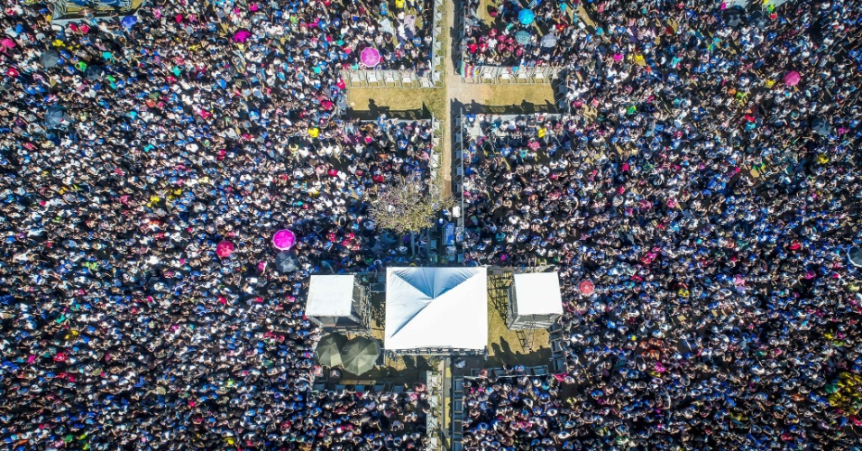 31.mai.2018 - Imagem aérea da 26ª Marcha para Jesus em São Paulo na praça Heróis da FEB, zona norte da capital