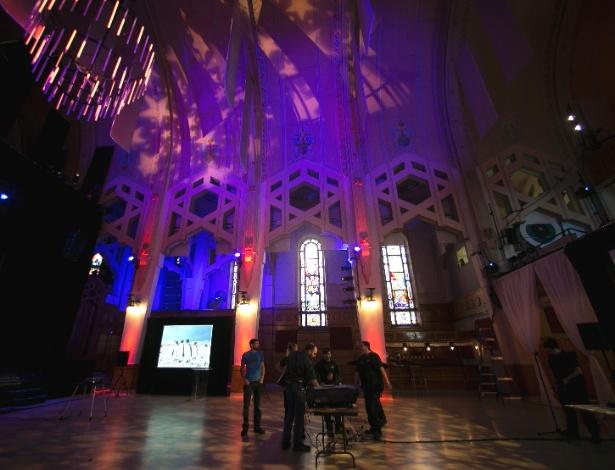 Interior do Teatro Paradoxe, onde costumava ser a igreja Notre-Dame-du-Perpétuel-Secours