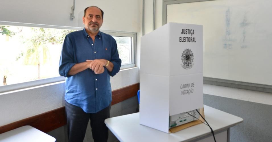 28.out.2018 - O prefeito de Belo Horizonte Alexandre Kalil (PHS) votou por volta das 10h no Colégio Estadual Central, Região Centro-Sul da capital mineira