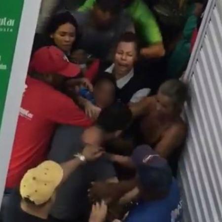 Confusão aconteceu em um shopping popular de Cuiabá - Reprodução