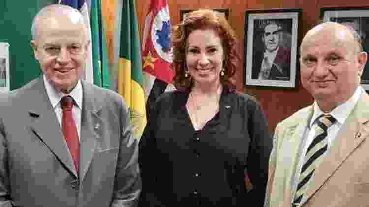 Bertrand de Orleans e Bragança (à esq.) com a deputada Carla Zambelli (PSL-SP), que se define como monarquista - Divulgação  - Divulgação