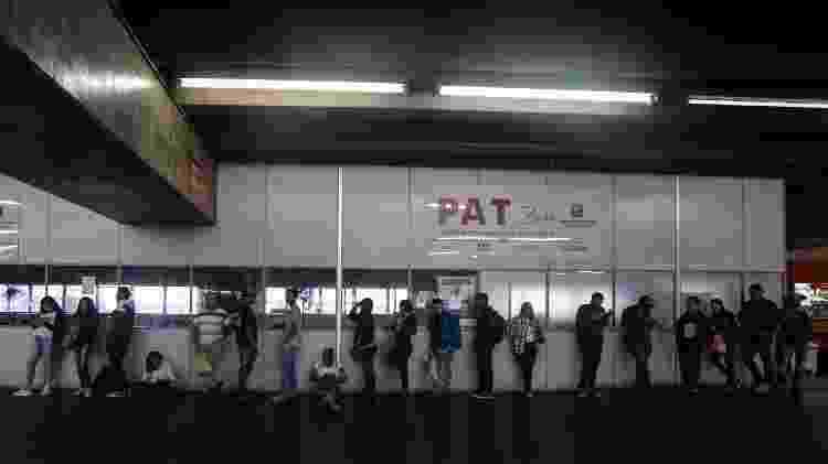 Fila de candidatos em busca de uma vaga de emprego no PAT (Posto de Atendimento ao Trabalhador), na estação do Brás, na região central de São Paulo - Felipe Rau/Estadão Conteúdo - Felipe Rau/Estadão Conteúdo
