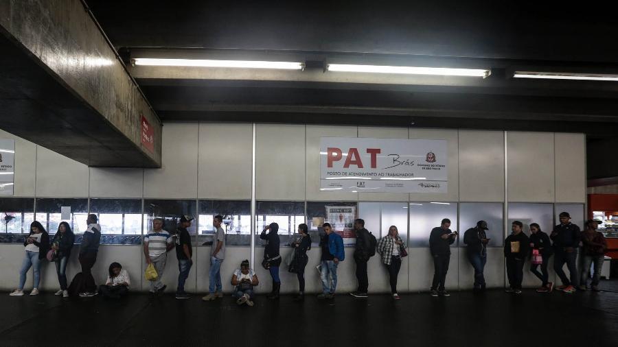 Fila de candidatos em busca de vagas de emprego no Posto de Atendimento ao Trabalhador (PAT) do Brás, em São Paulo (maio/2019) - Felipe Rau/Estadão Conteúdo