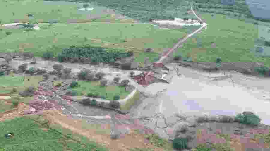 Imagens aéreas feitas neste domingo mostram a situação na região da barragem - Divulgação/Governo da Bahia