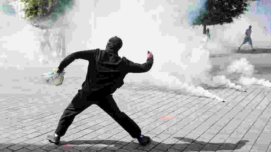 Cerca de 30 manifestantes foram presos e houve diversos confrontos com a polícia durante protesto em Nantes, no nordeste da França - ebastien Salom-Gomis/AFP