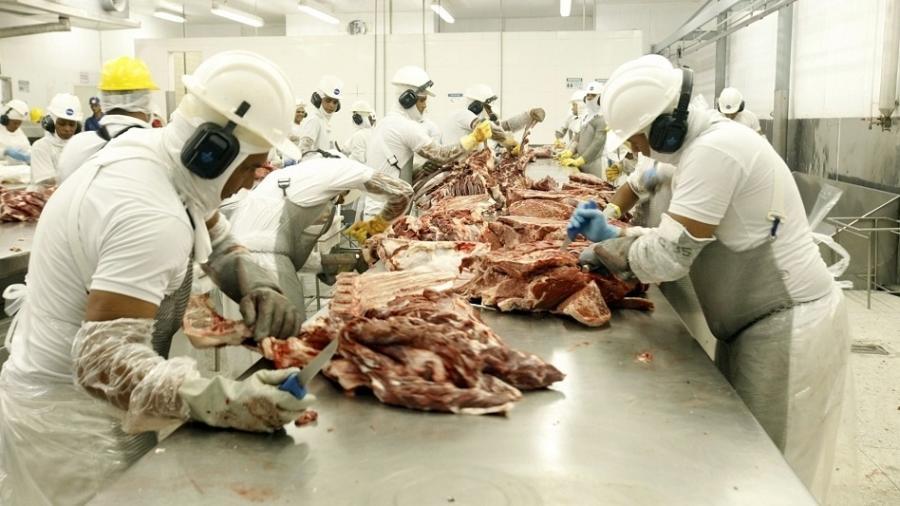 Corte de carne em frigorifico do Pará - Bruno Cecim/Agência Pará