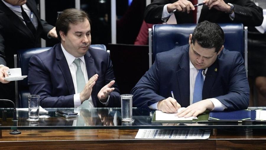 Os presidentes da Câmara, Rodrigo Maia (à esquerda), e do Senado, Davi Alcolumbre (imagem de arquivo) - Por Marcela Ayres