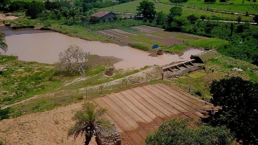 Imagem de drone da 1ª barragem construída na propriedade de Seu Dedé - Tasso Ramon