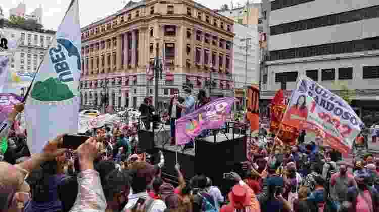 Guilherme Boulos (PSOL) faz campanha em São Paulo e recebe os ex-candidatos Jilmar Tatto (PT) e Orlando Silva (PCdoB), derrotados no primeiro turno - Nathan Lopes/UOL - Nathan Lopes/UOL