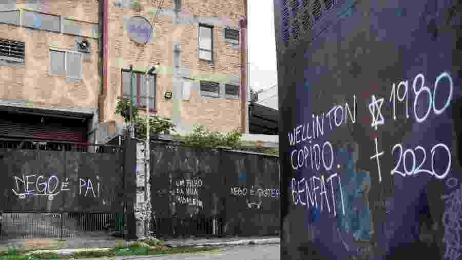 O Beco do Batman, localizado no bairro da Vila Madalena amanheceu com todos os grafites pintados preta e com mensagens e com NegoVila Madalena , assassinado no bairro, ao lado da 14ª Delegacia de Policia  - VINCENT BOSSON/ESTADÃO CONTEÚDO