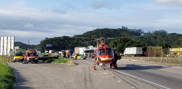 Em Santa Catarina   Caminhão arrasta moto por 33 km com vítima pendurada na cabine