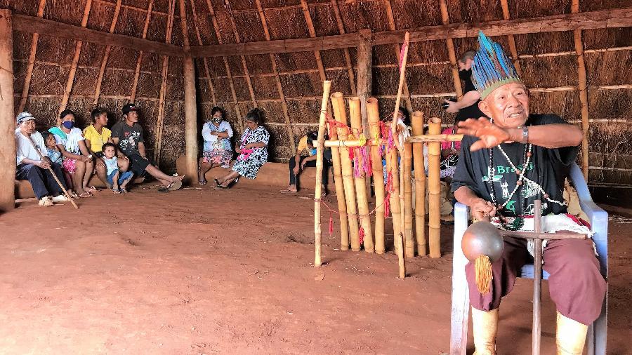 Cacique guarani-kaiowá Tito Vilhalva na Terra Indígena Guyraroká, em Caarapó (MS) - Rubens Valente / UOL