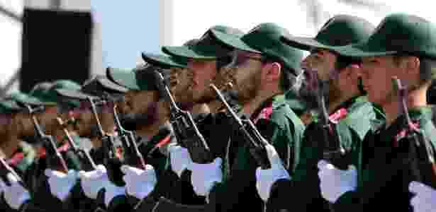 Soldados iranianos da Guarda Revolucionária participam em Teerã da parada militar  - Atta Kenare/AFP