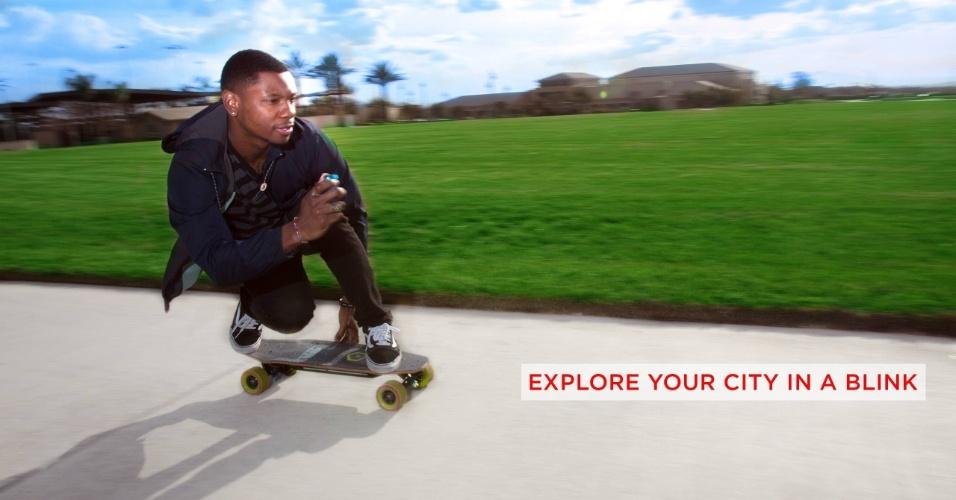SKATE CONTROLADO POR APP - Imagina controlar um skate elétrico pelo celular? Já é possível. Na CES 2016, a empresa Acton anunciou sua linha Blink-Board de skates elétricos que podem ser movidos remotamente por celular. De acordo com o site Mashable, o produto da Acton é bem menor do que os skates elétricos encontrados no mercado e pode rodar a até 20 km/h. Com preço de US$ 500 (R$ 2.000), estará disponível no fim de janeiro - outras marcas, como Marbel e Inboard, já haviam anunciado skates elétricos controlados pelo celular, mas ainda sem data