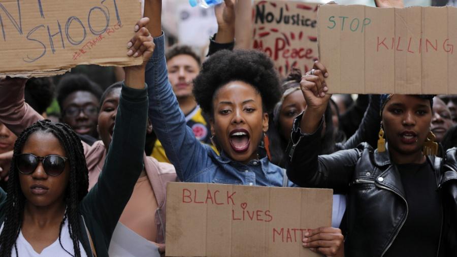 Manifestantes do Black Lives Matter fazem protesto em Londres contra a morte de negros pela polícia nos EUA - Daniel Leal-Olivas/AFP