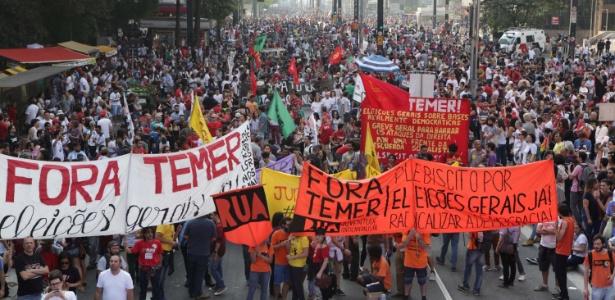 Manifestantes se reúnem na avenida Paulista para protestar contra o governo Temer em setembro