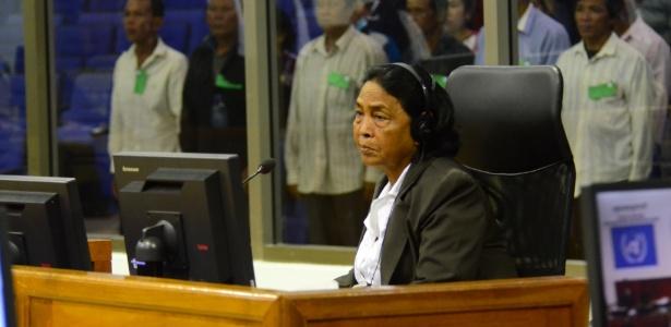 Cambojana relata em tribunal ter sido vítima de abuso de oficial do Khmer Vermelho, regime maoísta que governou o Camboja entre 1975 e 1979