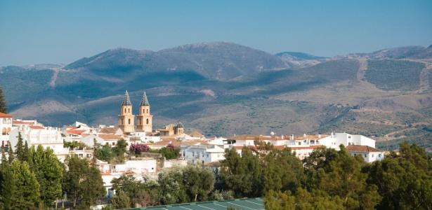 Órgiva, localizada a 60 km de Granada e em meio às montanhas da região de Alpujarra, tem 68 nacionalidades entre seus habitantes