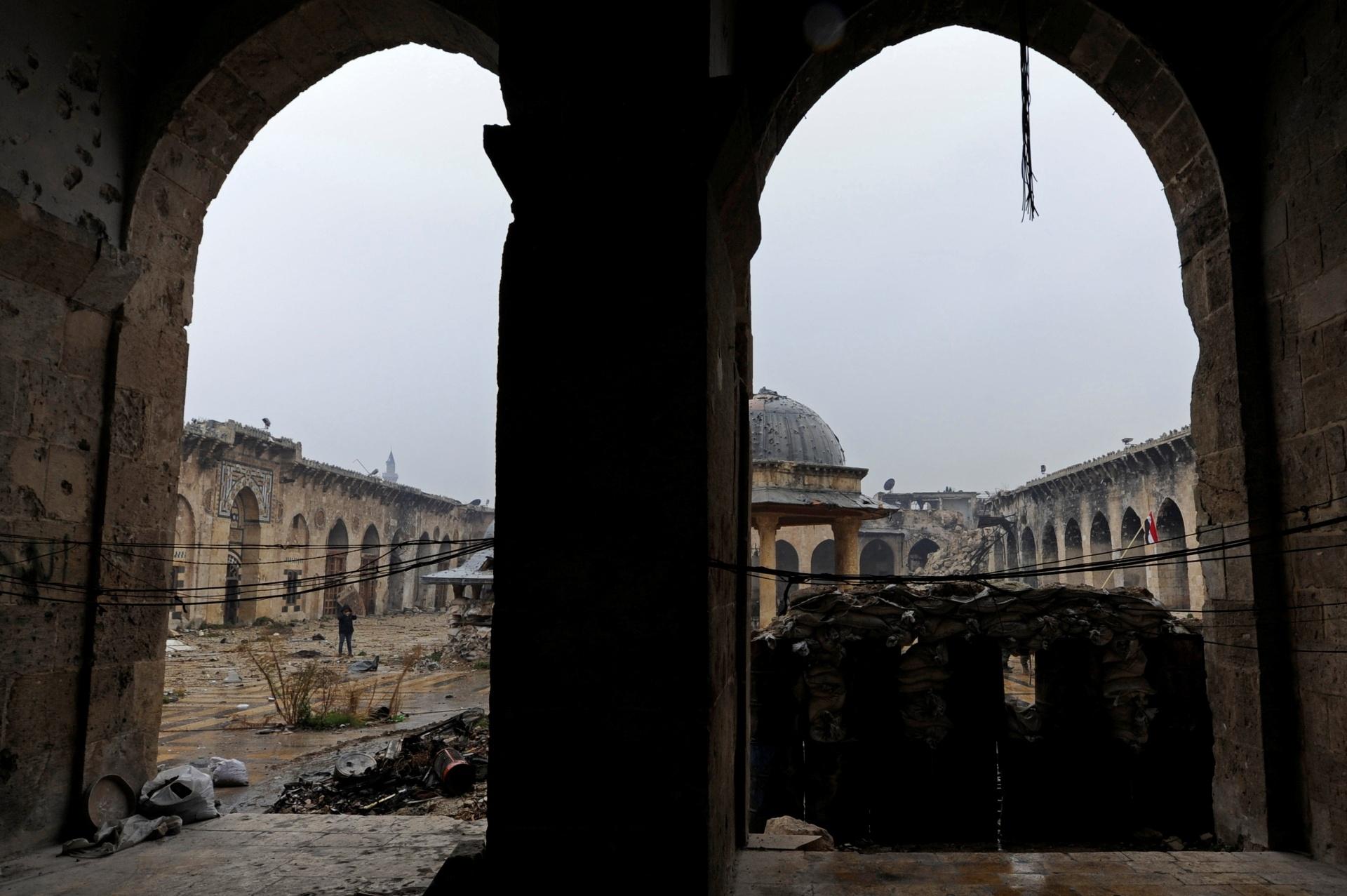 22.dez.2016 - A mesquita de Umayyad, em Aleppo, na Síria, foi destruída. A cidade já passou por diversas destruições antes da guerra: foi danificada pela invasão mongol em 1260, chegou a ser usada como quartel para tropas otomanas e sofreu grandes danos com um terremoto em 1822