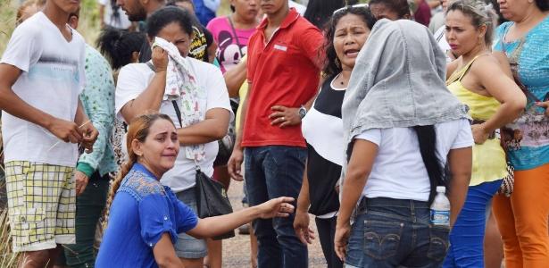 Familiares aguardam notícias sobre presos da penitenciária de Boa Vista