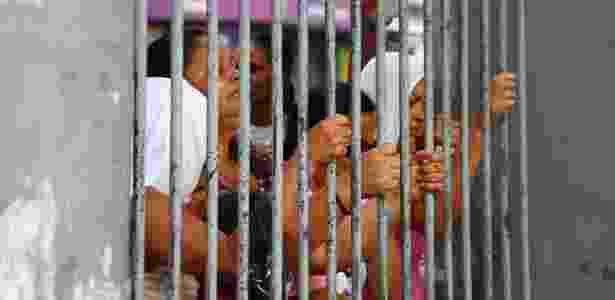 Familiares de presos se desesperam em presídio de Manaus (AM), durante rebelião  - 8.jan.2017-Edmar Barros/Futura Press/Estadão Conteúdo - 8.jan.2017-Edmar Barros/Futura Press/Estadão Conteúdo