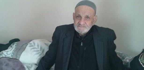 Mahmoud al-Adam afirma que só come alimentos naturais e que se mantém ativo praticando várias atividades durante o dia