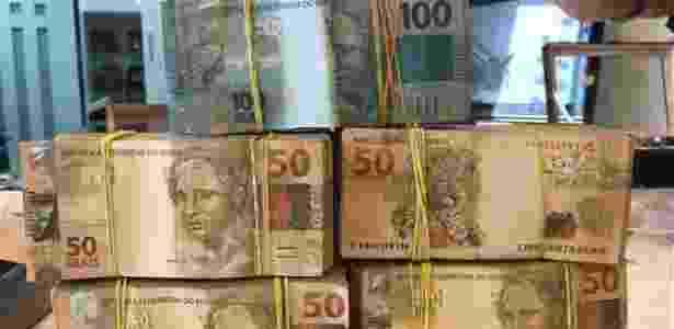 Policiais apreenderam farta quantia de dinheiro em espécie durante as ações da Lava Jato - Divulgação/PF