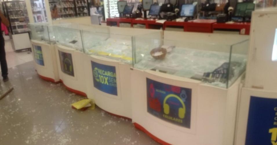 28.dez.2017 - Houve arrastão em lojas do centro de Natal. Os policiais militares do Rio Grande do Norte estão em greve