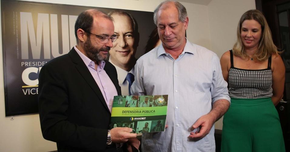 Ciro Gomes com defensores públicos