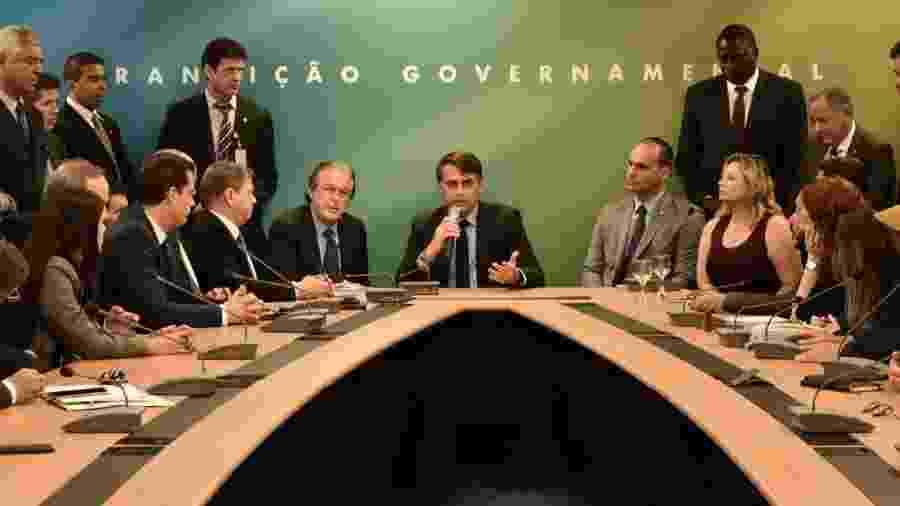 12.dez.2018 - Bancada do PSL em reunião com o então presidente eleito, Jair Bolsonaro, em Brasília. Parte dos aliados de primeira hora está agora distante de Bolsonaro - Divulgação/Governo de Transição