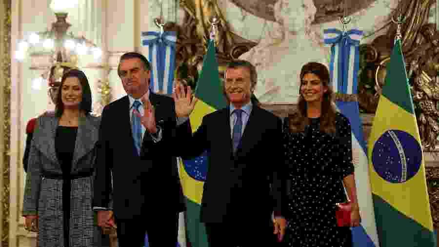 Os presidentes do Brasil, Jair Bolsonaro, e da Argentina, Mauricio Macri, com as respectivas primeiras-damas, Michelle Bolsonaro e Juliana Awada, na Casa Rosada, em Buenos Aires, na quinta-feira (6) - Agustin Marcarian/Reuters