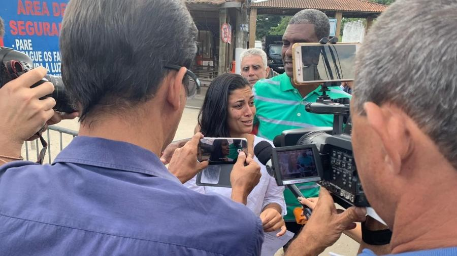 18.jun.2019 - Danielle Estevão Fortes, após deixar o Complexo Penitenciário de Gericinó, na zona oeste do Rio, no fim da manhã - Divulgação