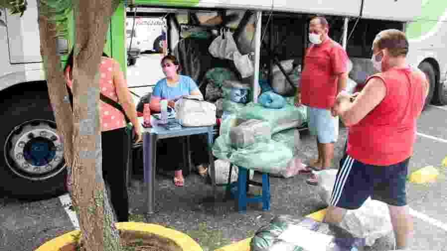 Comerciantes da Feira da Sulanca, em Caruaru, entregam pedidos da feira virtual - Arnaldo Félix/Prefeitura de Caruaru