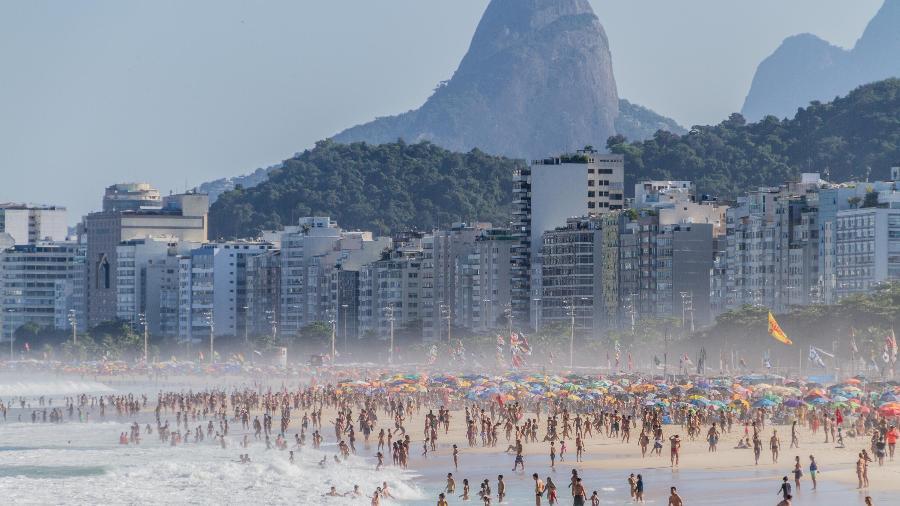 5.jun.2021 - Movimentação na Praia do Leme, na cidade do Rio - Bruno Martins/Estadão Conteúdo