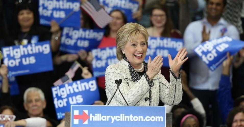 27.fev.2016 - Em uma etapa crucial da corrida à Casa Branca, a pré-candidata Hillary Clinton derrotou o senador Bernie Sanders na primária na Carolina do Sul, com o apoio do eleitorado negro, um dos grupos decisivos para o sucesso de sua campanha