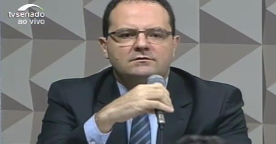 29.abr.2016 - O ministro da Fazenda, Nelson Barbosa, faz a defesa de Dilma Rousseff na comissão especial do Senado, em Brasília (DF), que analisa a cassação do mandato da presidente