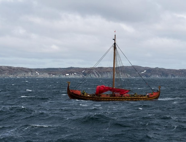 Embarcação no estilo viking chega à costa canadense após uma travessia de cinco semanas