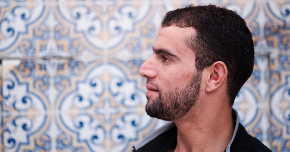 """10.jun.2016 - """"Eu morarava em Edlib, na Síria, trabalhava como pedreiro. Quando meu irmão morreu na guerra acabei me casando com minha cunhada para cuidar dos 3 filhos que ela teve com meu irmão"""""""