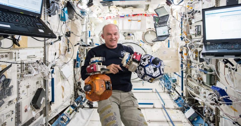 RECORDE - O astronauta americano Jeff Williams, 58, quebrou o recorde de dias acumulados no espaço, que pertencia ao seu colega aposentado da Nasa Scott Kelly. Em 24 de agosto, Williams ultrapassou os 520 dias de Kelly no espaço. Quando o astronauta retornar à Terra, em 6 de setembro, terá computados 534 dias no espaço ao longo de sua carreira, mais do que qualquer astronauta americano