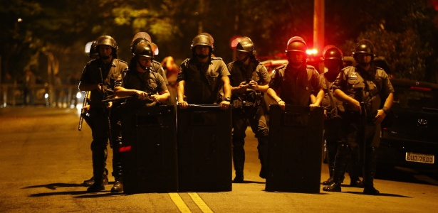Policiais barram acesso à rua da casa de Temer em São Paulo - Fabio Braga/Folhapress