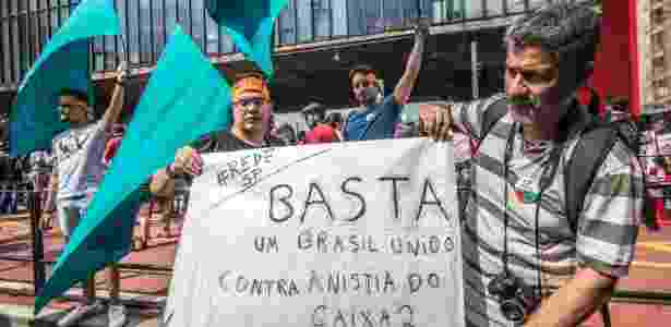 Manifestantes protestam na  em São Paulo contra a PEC 55 e a anistia para políticos - Cris Faga/Estadão Conteúdo