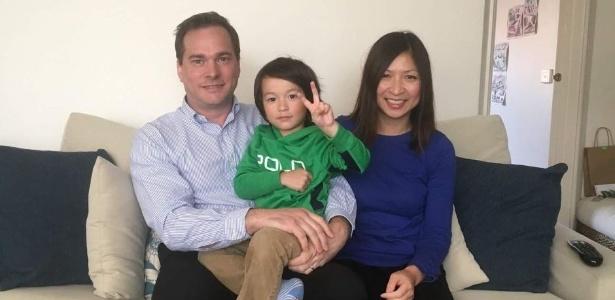 Chris e Hong Daley voltavam de férias com seu filho em avião da Singapore Airlines