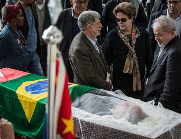 21.jul.2017 - Os ex-presidentes Dilma Rousseff e Luiz Inácio Lula da Silva e o ex-ministro das Relações Exteriores, Celso Amorim, participam do velório do ex-assessor da Presidência Marco Aurélio Garcia