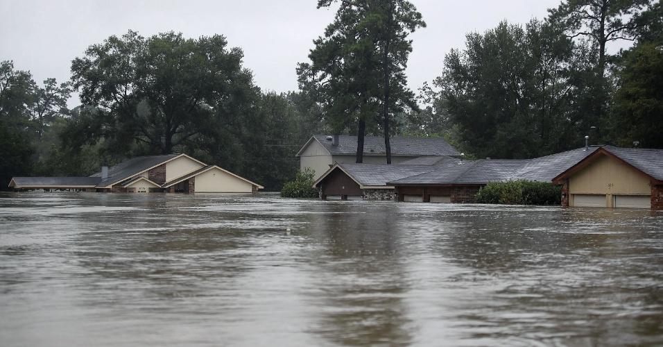 28.ago.2017 - Casas alagadas após a passagem da tempestade Harvey em Houston, no Texas