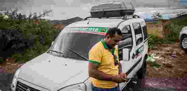 27.dez.2016 -Taxista brasileiro que faz a travessia entre Pacaraima (RR) e a Venezuela - Bruno Santos/Folhapress - Bruno Santos/Folhapress