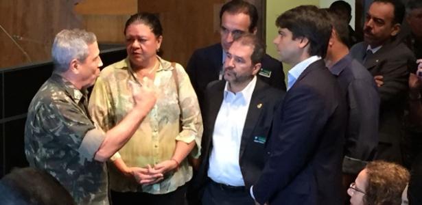19.mar.2018 - Deputados federais se reúnem com o interventor Braga Netto no Rio - Luis Kawaguti/UOL