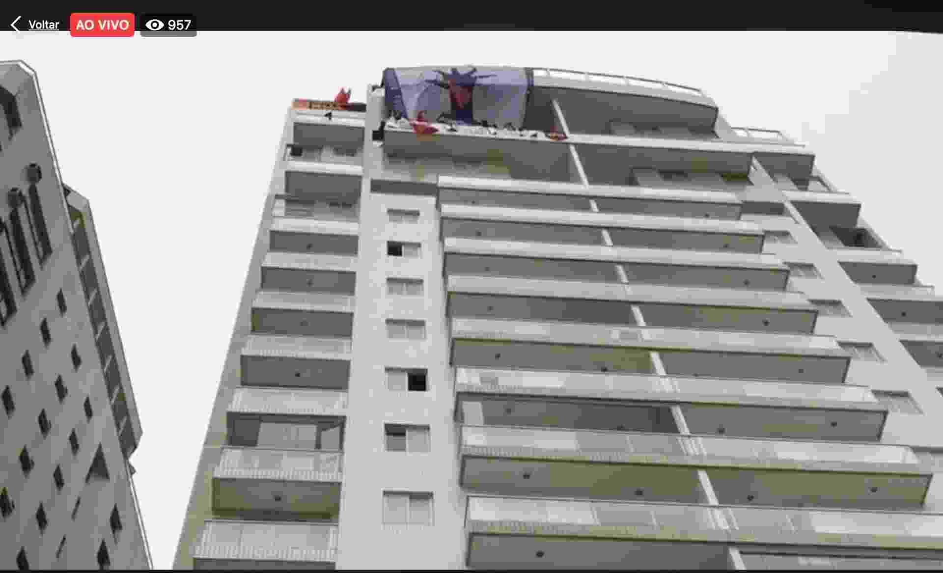 16.abr.2018 - Tríplex do Guarujá (SP), que seria do ex-presidente Lula, foi ocupado por integrantes do MTST - Reprodução/Twitter