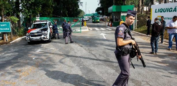 Na sexta (25), policiais militares fizeram escolta de caminhões de gás com destino a hospitais