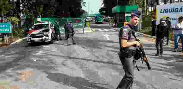 Na sexta (25), policiais militares fizeram escolta de caminhões de gás com destino a hospitais - Aloisio Mauricio/Fotoarena/Estadão Conteúdo